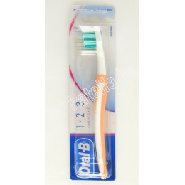 ORAL-B Classic care fogkefe közepes 35